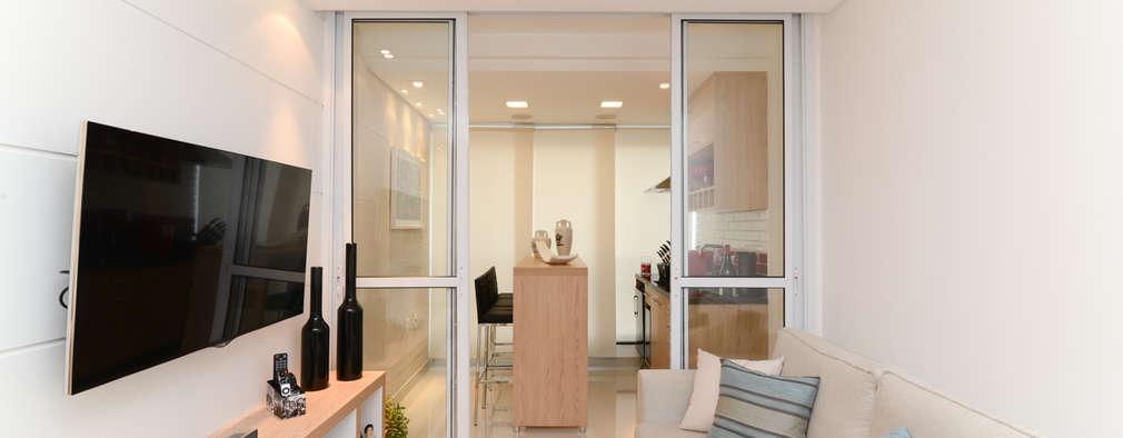 Salas multimedias de estilo  por RAFAEL SARDINHA ARQUITETURA E INTERIORES