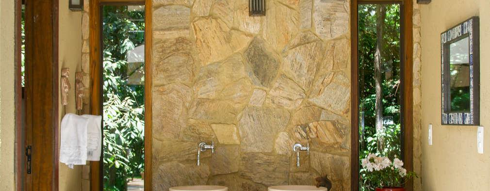 country Bathroom by CAMILA FERREIRA ARQUITETURA E INTERIORES