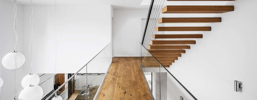 Corridor & hallway by Corneille Uedingslohmann Architekten