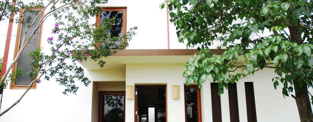 Casas de estilo ecléctico por Mônica Mellone Arquitetura