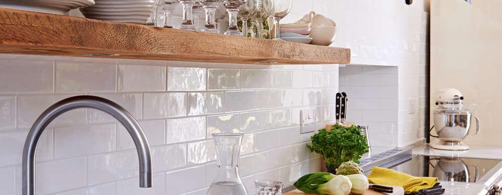 Cocinas de estilo clásico por Holloways of Ludlow Bespoke Kitchens & Cabinetry