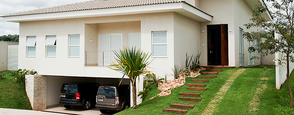 Por fuera elegante por dentro esta casa es encantadora for Casa moderna por fuera