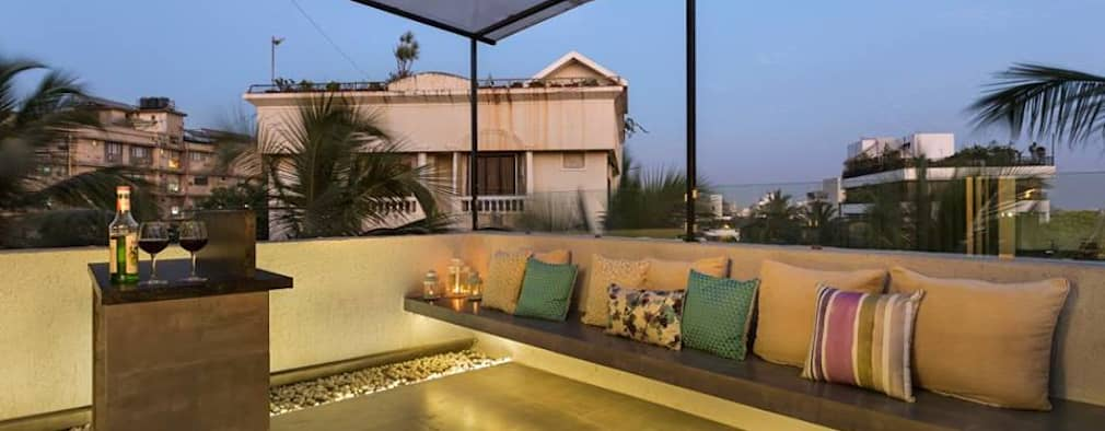 JANKI KUTIR APARTMENT:  Terrace by The design house