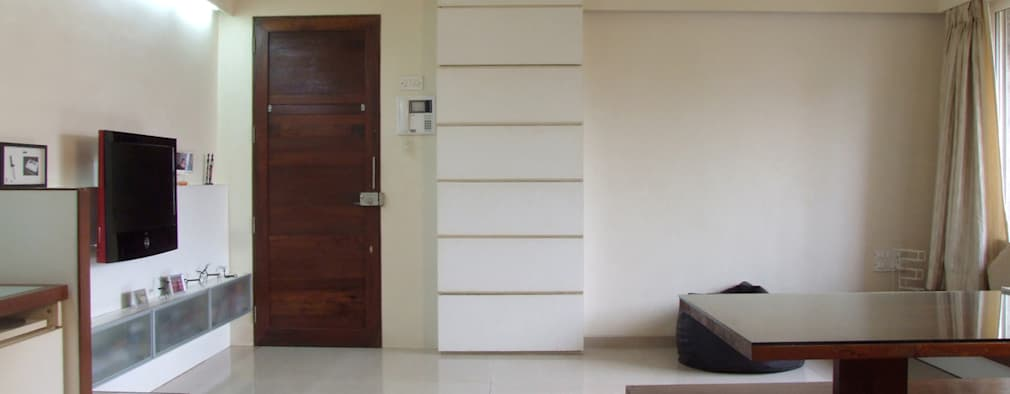Entrance: minimalistic Living room by The White Room