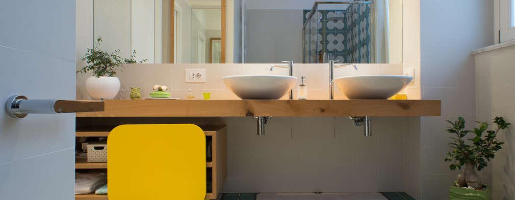Baños de estilo moderno por Mario Ferrara