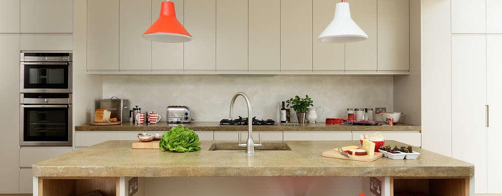 Cocinas de estilo moderno por Cue & Co of London