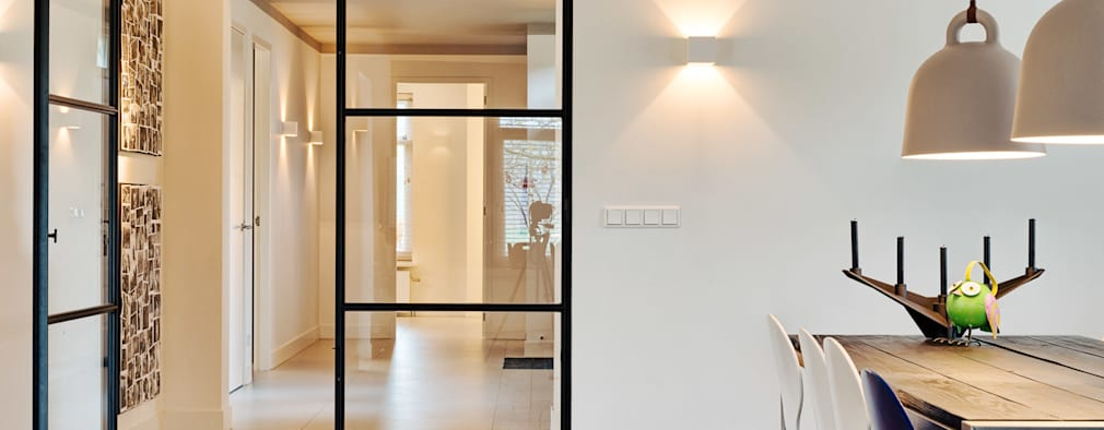 Couloir et hall d'entrée de style  par Jolanda Knook interieurvormgeving