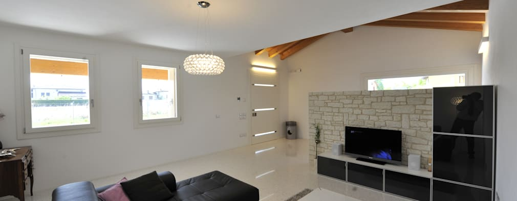 Salas de estilo clásico por Architetti Baggio