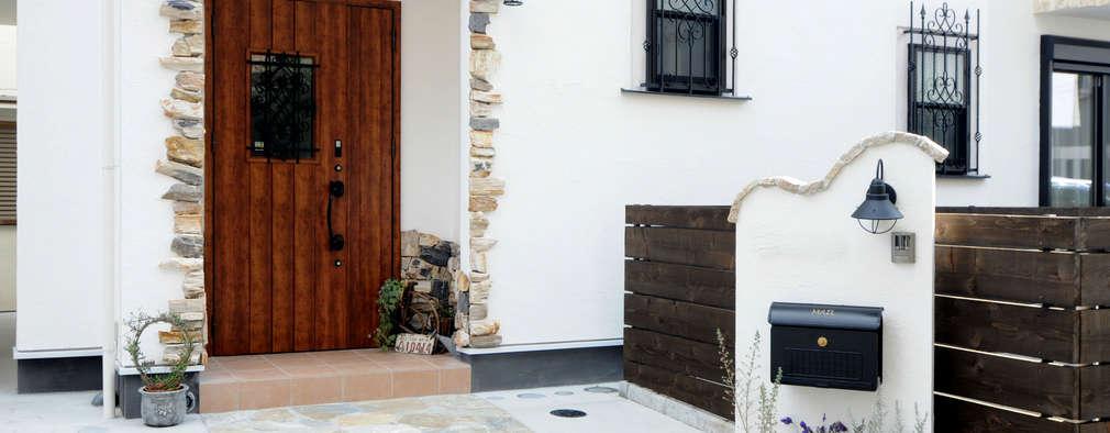 フランスの田舎風しっくいの家: 遊友建築工房が手掛けた玄関・廊下・階段です。