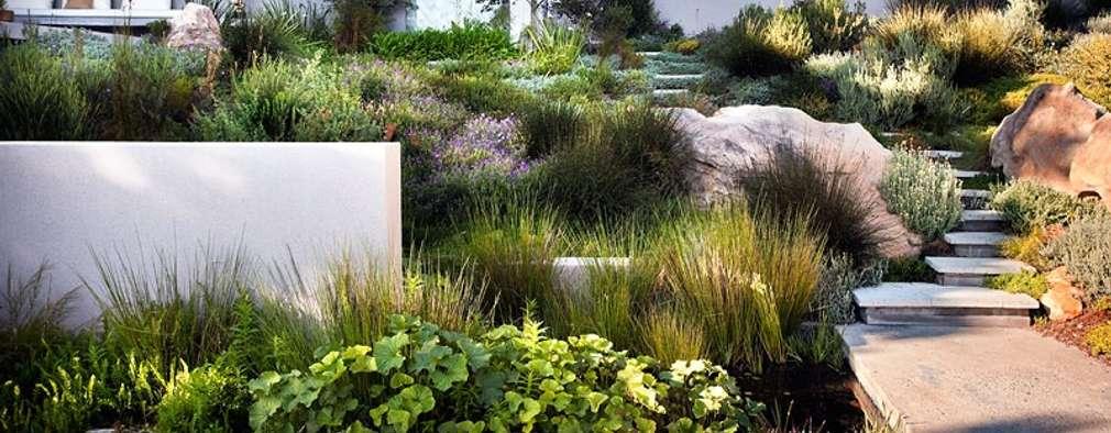 10 bijzondere ontwerpidee n voor een glooiende tuin. Black Bedroom Furniture Sets. Home Design Ideas
