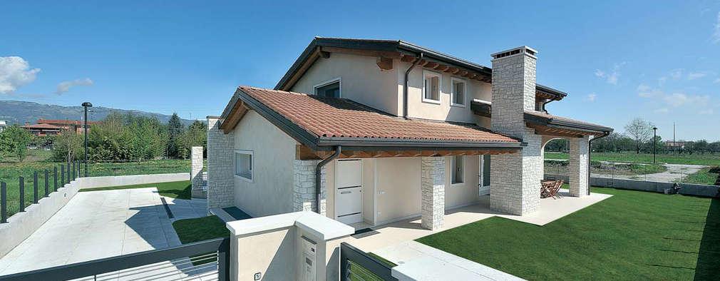 Projekty, klasyczne Domy zaprojektowane przez Architetti Baggio