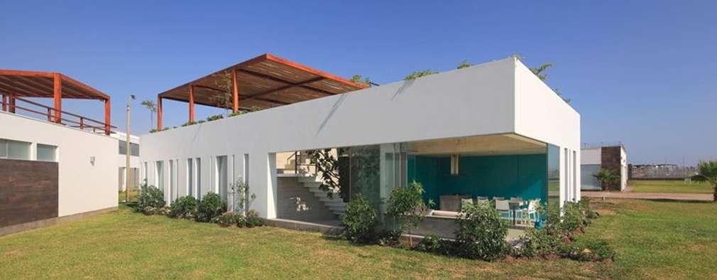 Casa Maple: Casas de estilo moderno por Martin Dulanto