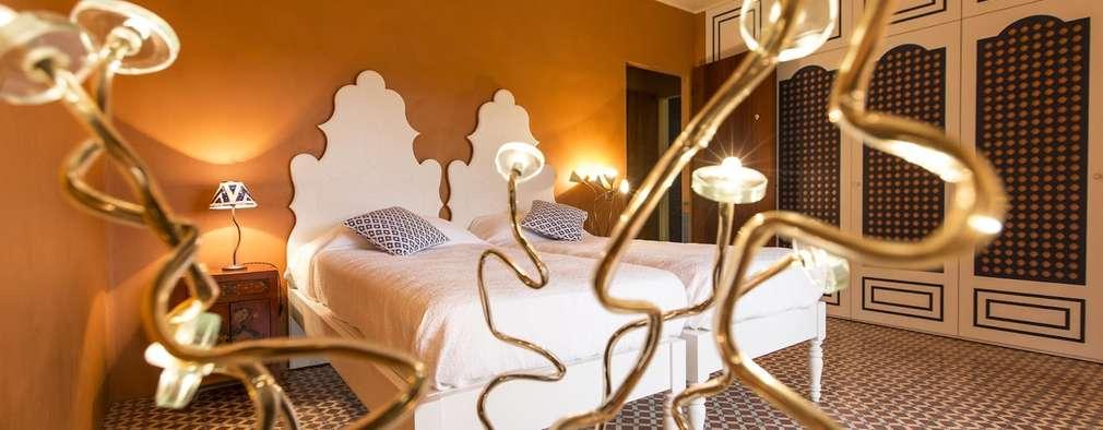 Habitaciones de estilo mediterráneo por Crafted Tiles