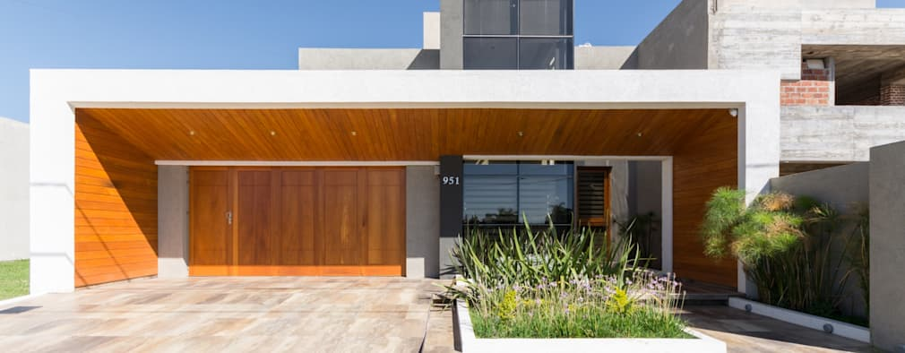 modern Houses by KARLEN + CLEMENTE ARQUITECTOS