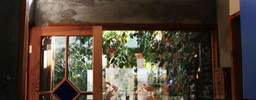 CASA TAU: Jardines de invierno de estilo rural por ALIWEN arquitectura & construcción sustentable