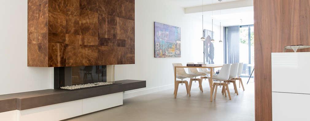 Verbouwing stadswoning: minimalistische Woonkamer door B-TOO