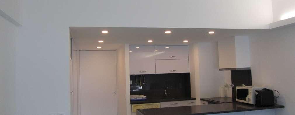minimalistic Kitchen by INNER TREE