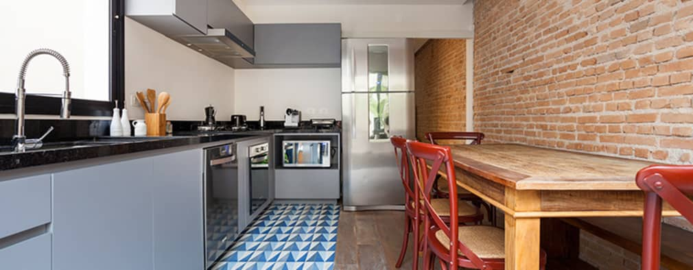 eclectic Kitchen by Tria Arquitetura