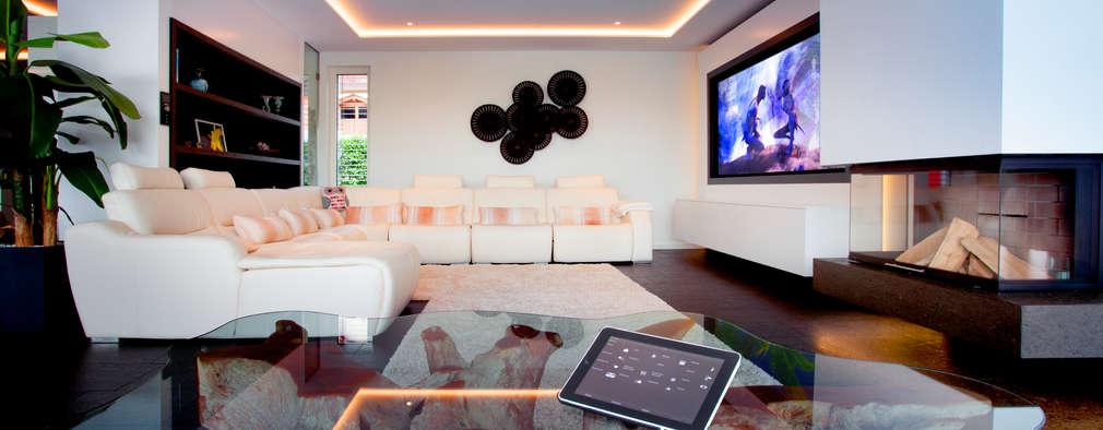 Salas / recibidores de estilo asiático por Klaus Geyer Elektrotechnik