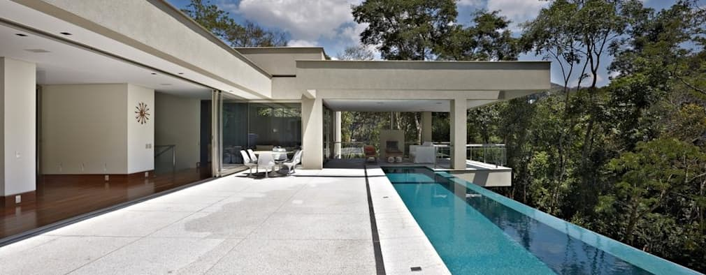 modern Pool by Lanza Arquitetos