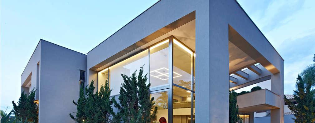 Esta casa moderna em belo horizonte impressionante for Fachadas de casas modernas em belo horizonte