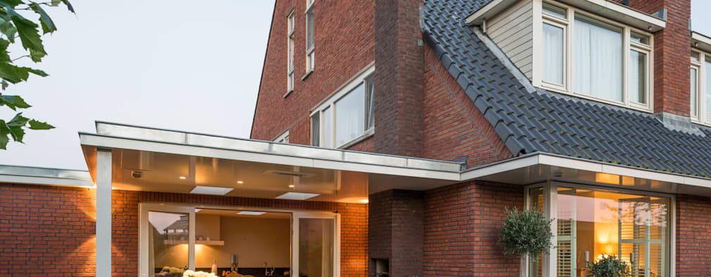 Veranda bij schemering:  Terras door Architect2GO