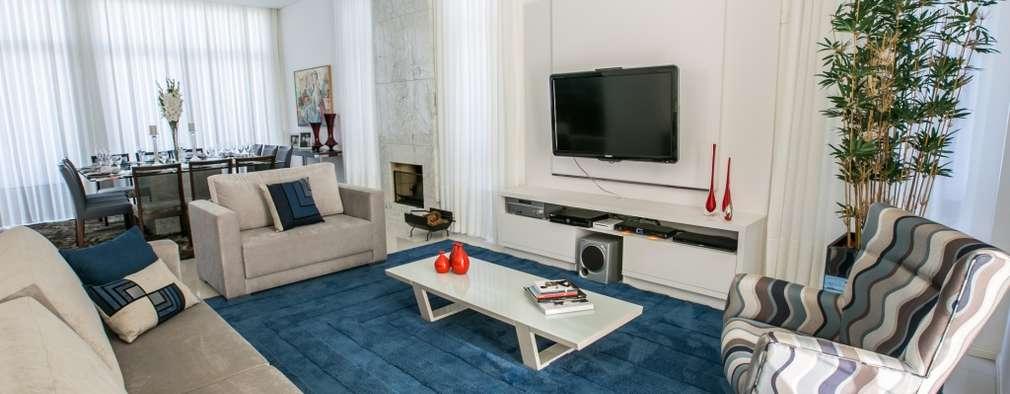 Bernacki Arquitetura: modern tarz Oturma Odası
