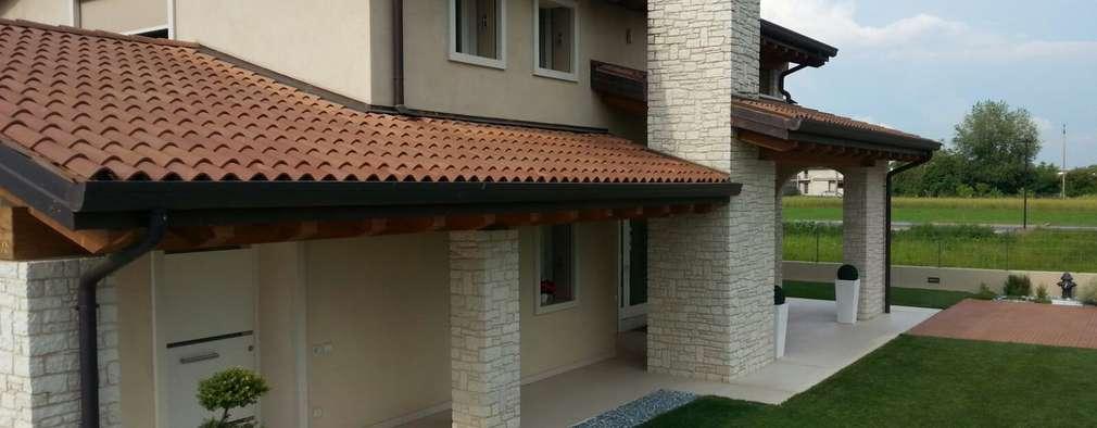 Casas de estilo clásico por Architetti Baggio
