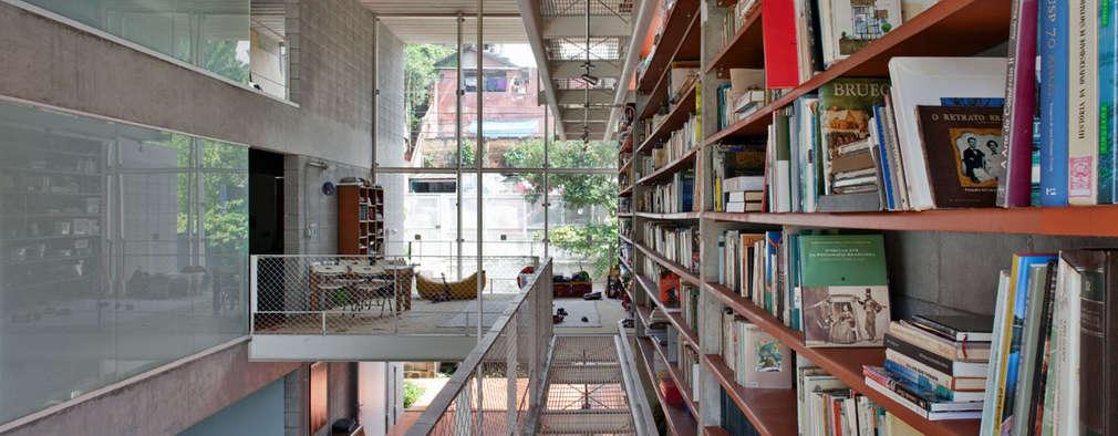 Estudios y oficinas de estilo moderno por GRUPO SP ARQUITETOS