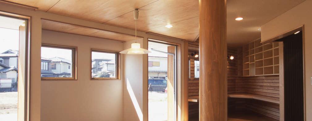eclectic Living room by (株)独楽蔵 KOMAGURA