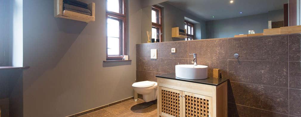 Baños de estilo rústico por woodboom