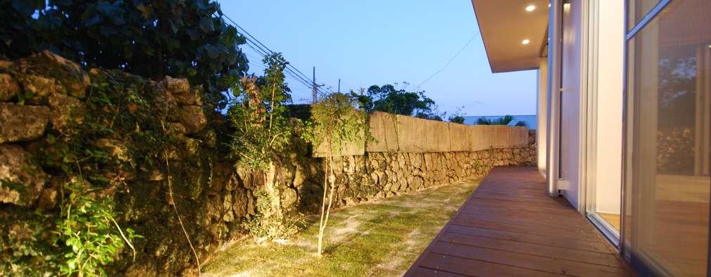 Jardines de estilo asiático por 門一級建築士事務所