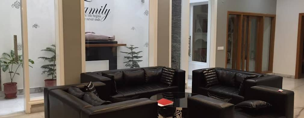 Sitting area design with black leather sofas: modern Living room by Square Designs