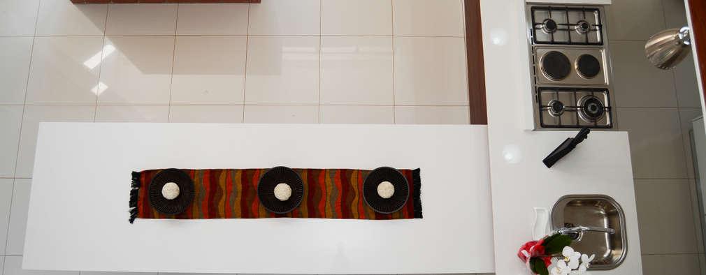 Mr & Mrs Du Plessis Project - The Hills Estate, Pretoria: modern Kitchen by Ergo Designer Kitchens and Cabinetry