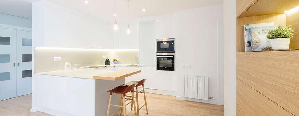 Кухни в . Автор – Beivide Studio