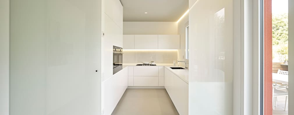 minimalistic Kitchen by Burnazzi  Feltrin  Architects