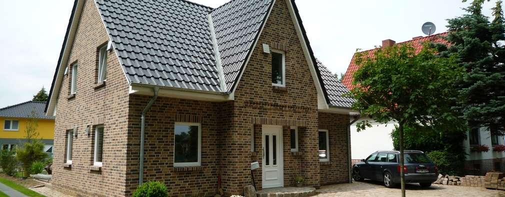 Maisons de style de style Classique par RostoW Bau