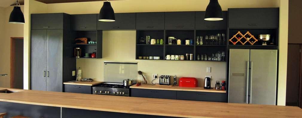 Nhà bếp by Capital Kitchens cc