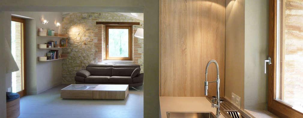 Cocinas de estilo rural por Stefano Zaghini Architetto
