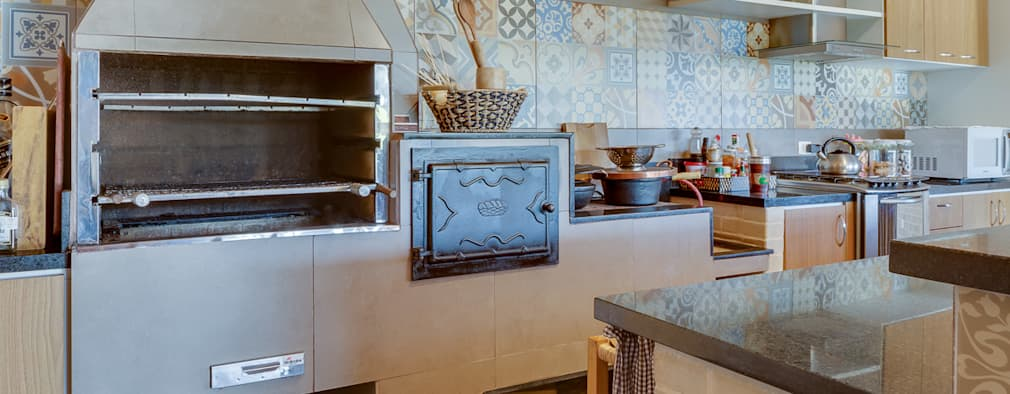 مطبخ تنفيذ Juliana Lahóz Arquitetura
