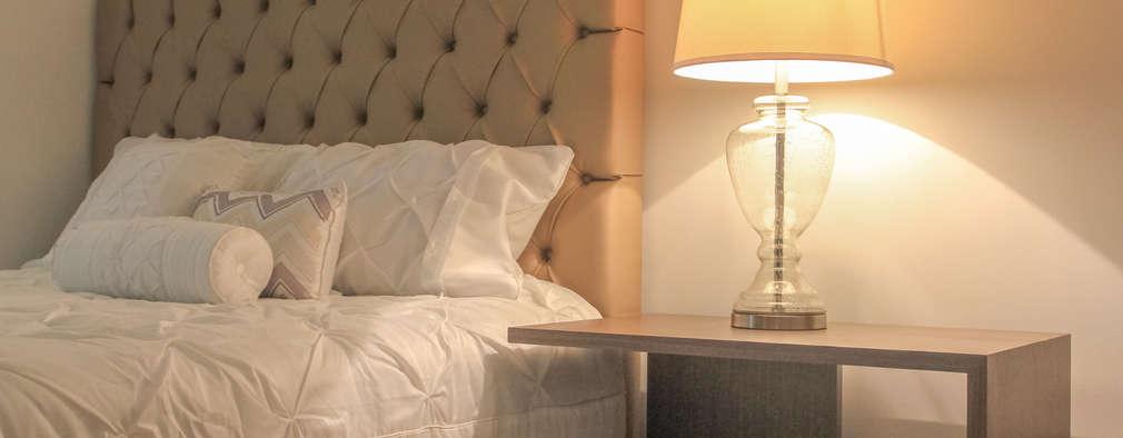 Dormitorios de estilo clásico por Monica Saravia