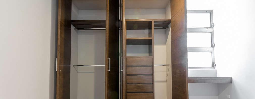 Closets de estilo moderno por 2M Arquitectura