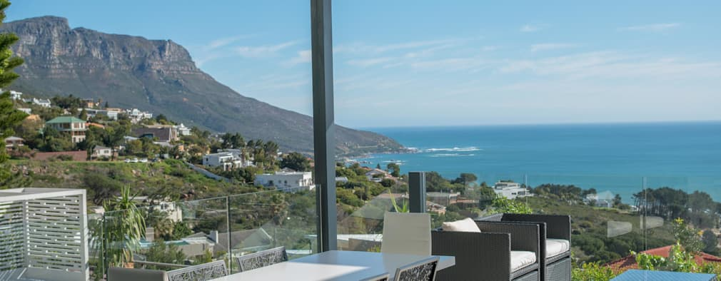 HOUSE  I  CAMPS BAY, CAPE TOWN  I  MARVIN FARR ARCHITECTS:  Patios by MARVIN FARR ARCHITECTS