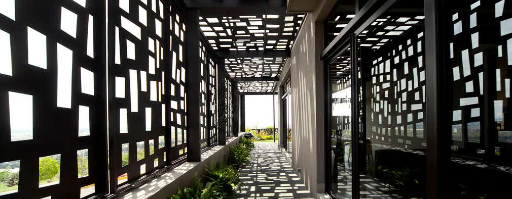 Pasillos y hall de entrada de estilo  por VMArquitectura