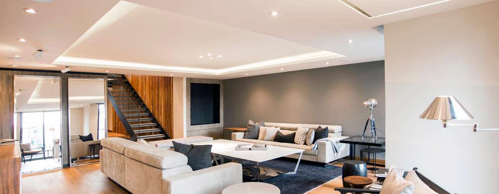 Livings de estilo moderno por Sobrado + Ugalde Arquitectos