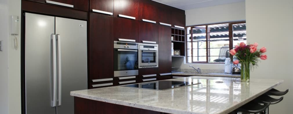 Kitchens: modern Kitchen by Life Design