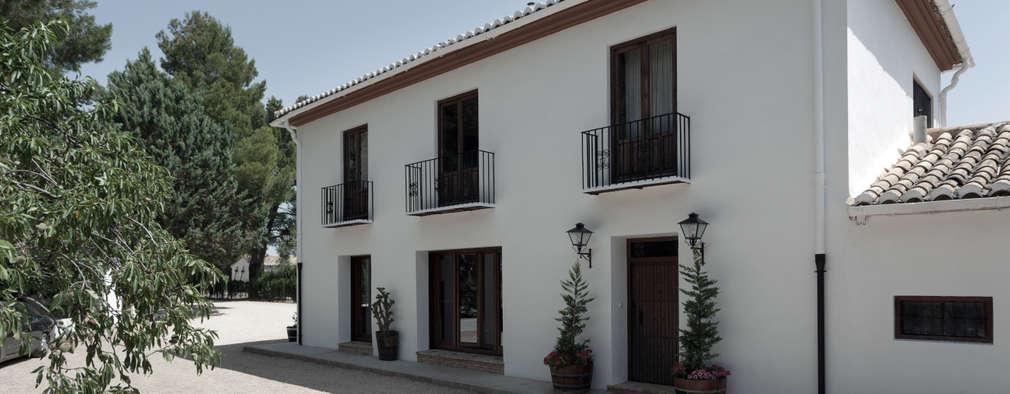 Projekty, rustykalne Domy zaprojektowane przez Raul Garcia Studio
