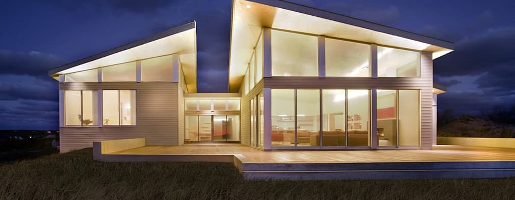 Modern beach house exterior: modern Houses by ZeroEnergy Design