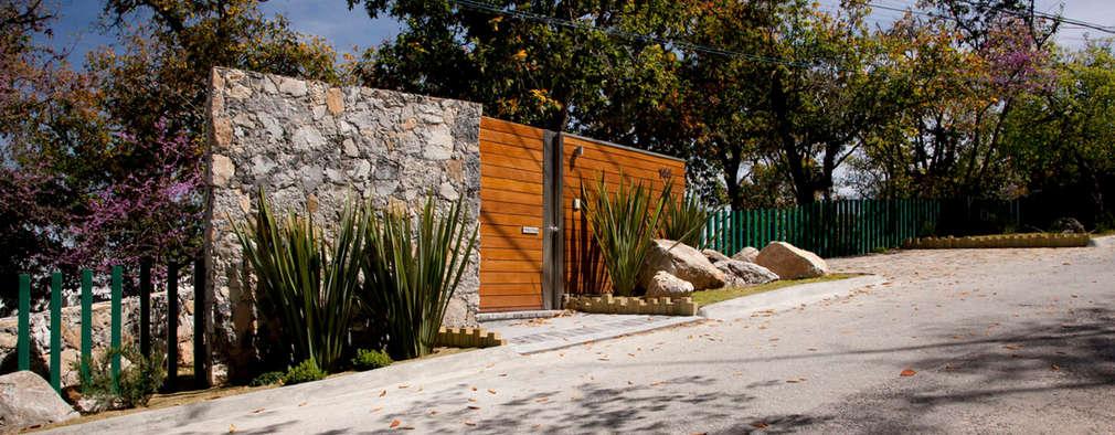 Rumah by Local 10 Arquitectura