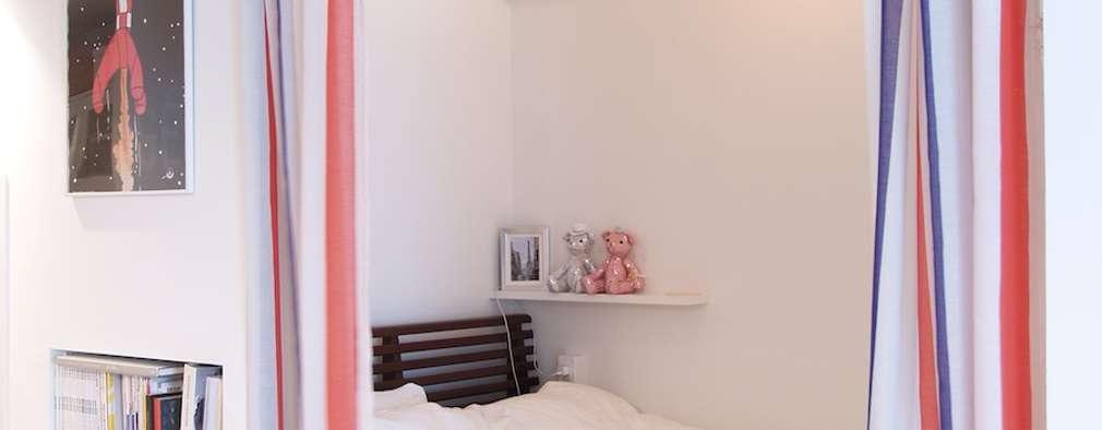 ritmico-シンプルな白基調に、西海岸の風を: 株式会社ブルースタジオが手掛けた寝室です。
